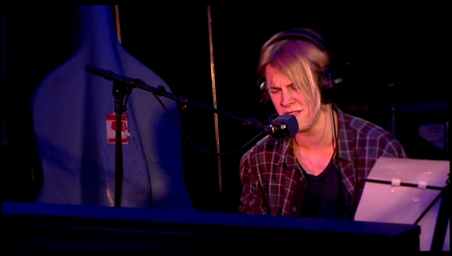 Видеоклип к песне Can't Pretend, Пуаро Агаты Кристи: Tom Odell - I Knew You Were Trouble - BBC Radio 1 Live Lounge
